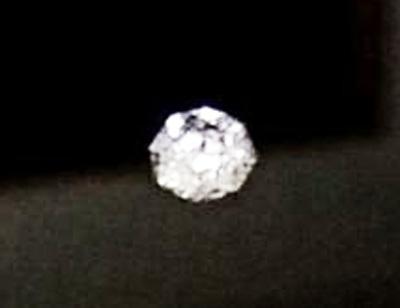 8角形にカットされたダイヤモンド