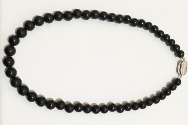 修理後の黒数珠ネックレス