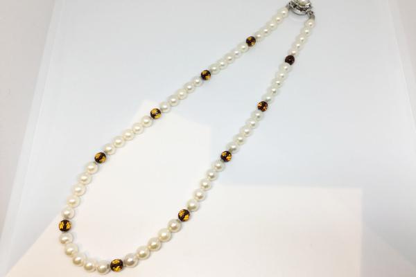 真珠ロングネックレス