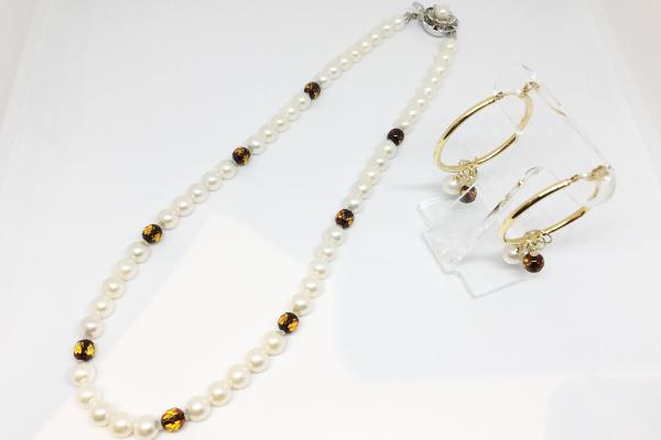 真珠ネックレスとピアス