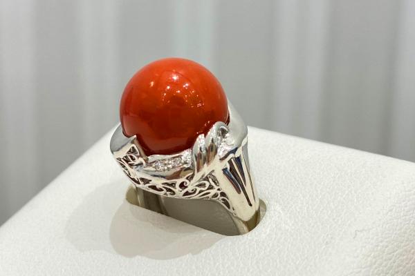 赤いサンゴの指輪