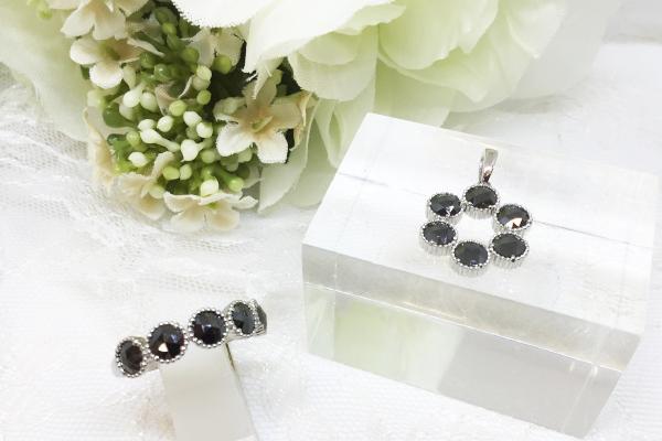 ブラックダイヤの指輪とネックレス