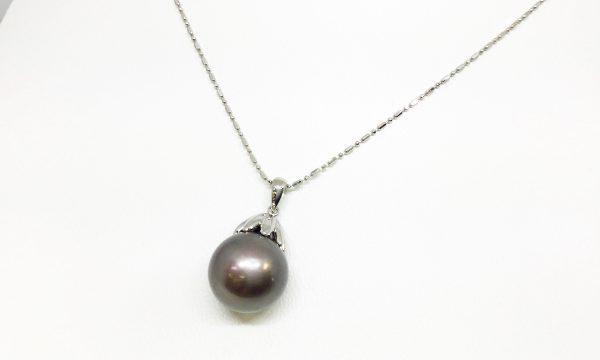 南洋黒真珠のシンプルなペンダント