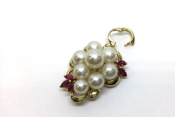 真珠とルビーのペンダント バチカン開き
