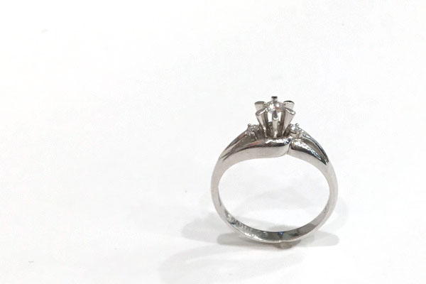 ダイヤモンド婚約指輪(リメイク前)