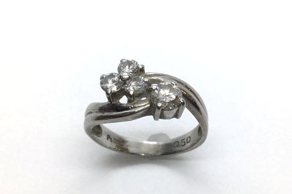 くすんで見えるダイヤモンドリング