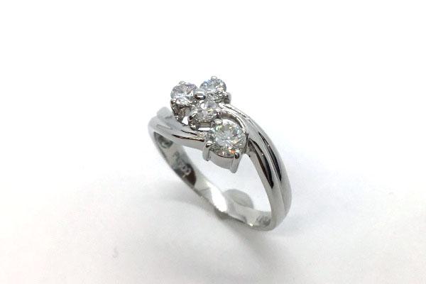 新品仕上げ後のダイヤモンドリング