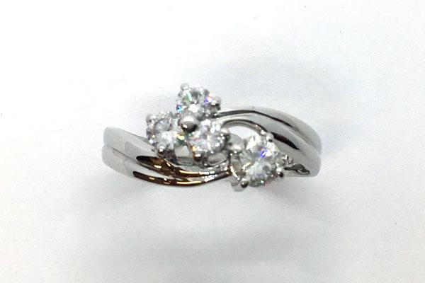 新品仕上げをしたダイヤモンドリング
