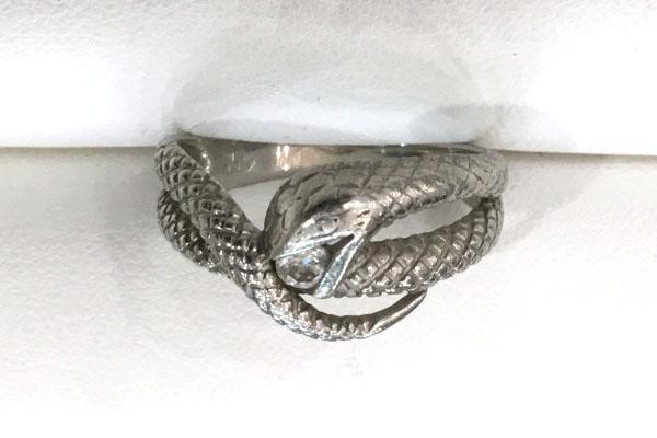 ご愛用の蛇デザインリング