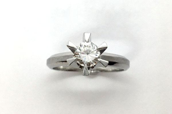 母から譲られたダイヤリング