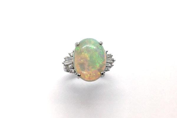 ゆずり受けたオパールの指環