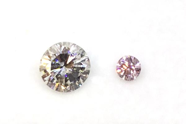 ピンクダイヤと0.8カラットのダイヤモンド