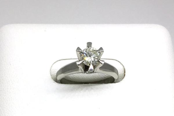 婚約指輪のダイヤモンドリング