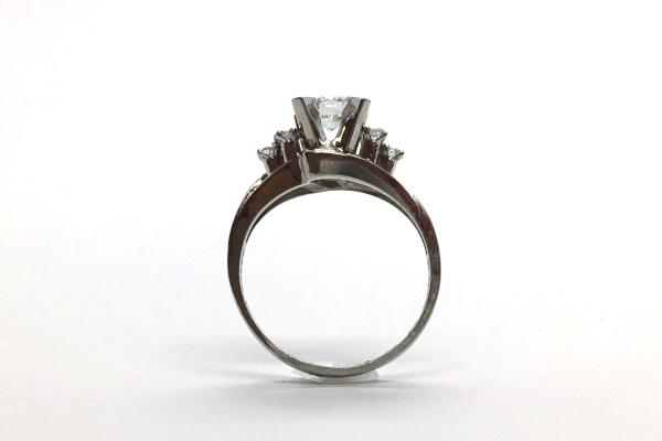 高さが有って使いにくい婚約指輪